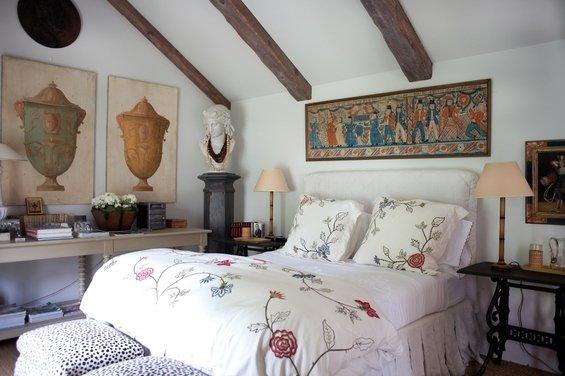 Фотография: Спальня в стиле Прованс и Кантри, Скандинавский, Эклектика, Декор интерьера, Швеция, Мебель и свет, Индустрия, Люди – фото на INMYROOM