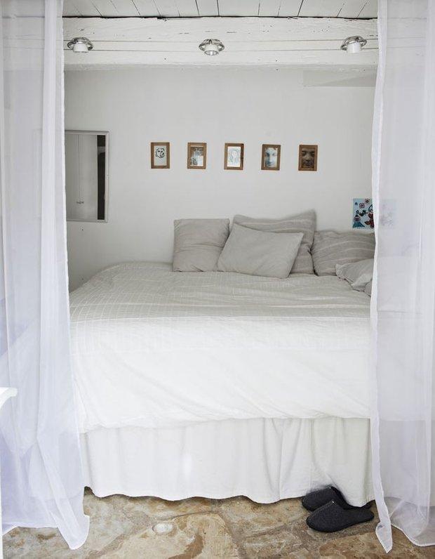 Фотография: Спальня в стиле Скандинавский, Декор интерьера, Текстиль, Советы, Шторы, Балдахин – фото на INMYROOM