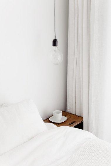 Фотография: Спальня в стиле Скандинавский, Лофт, Декор интерьера, Дом, Мебель и свет, Цвет в интерьере, Дома и квартиры, Стены, Индустриальный, Лампы – фото на INMYROOM