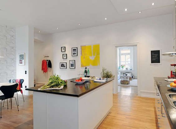Фотография: Кухня и столовая в стиле Скандинавский, Декор интерьера, Квартира, Дом, Интерьер комнат, Цвет в интерьере, Белый – фото на INMYROOM