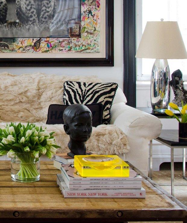 Фотография: Гостиная в стиле Современный, Декор интерьера, Декор дома, Журнальный столик – фото на INMYROOM
