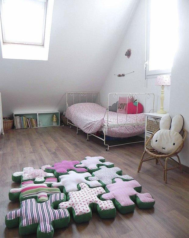 Фотография: Детская в стиле Скандинавский, Спальня, Интерьер комнат, Подушки, Ковер – фото на INMYROOM