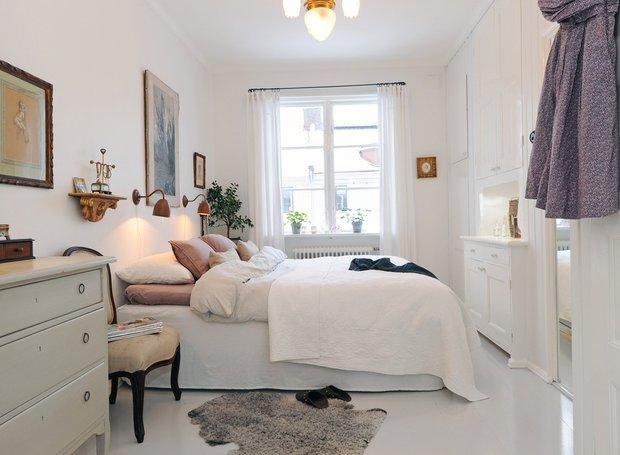 Фотография: Прочее в стиле , Спальня, Квартира, Интерьер комнат, Цвет в интерьере, Советы, Белый, Зеркала – фото на INMYROOM