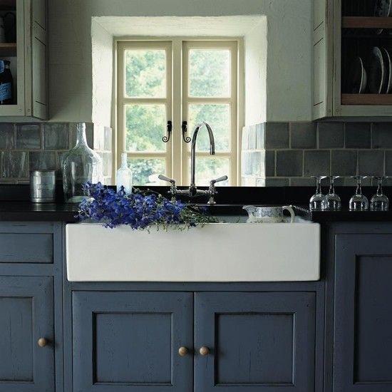 Фотография: Кухня и столовая в стиле Прованс и Кантри, Декор интерьера, Дизайн интерьера, Цвет в интерьере, Белый, Синий, Серый – фото на INMYROOM