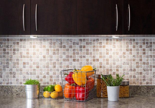 Фотография:  в стиле , маленькая кухня, кухня – фото на INMYROOM