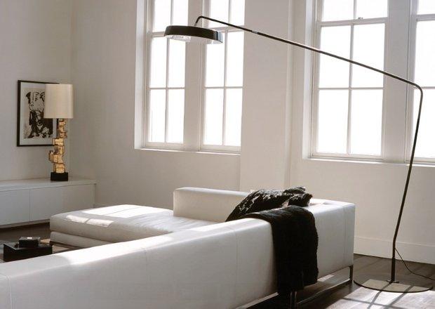Фотография: Гостиная в стиле Хай-тек, Декор интерьера, Малогабаритная квартира, Квартира, Дома и квартиры, Советы, Зеркало – фото на INMYROOM