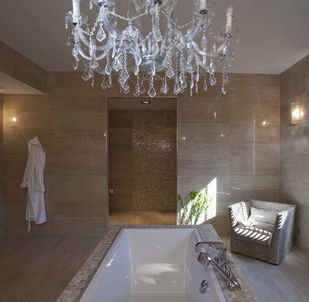 Фотография: Гостиная в стиле Классический, Современный, Ванная, Квартира, Проект недели, Бежевый, Коричневый – фото на INMYROOM