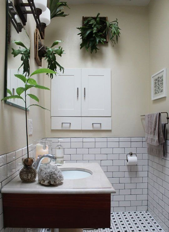 Фотография: Ванная в стиле Скандинавский, Малогабаритная квартира, Квартира, Флористика, Стиль жизни, Зимний сад – фото на INMYROOM