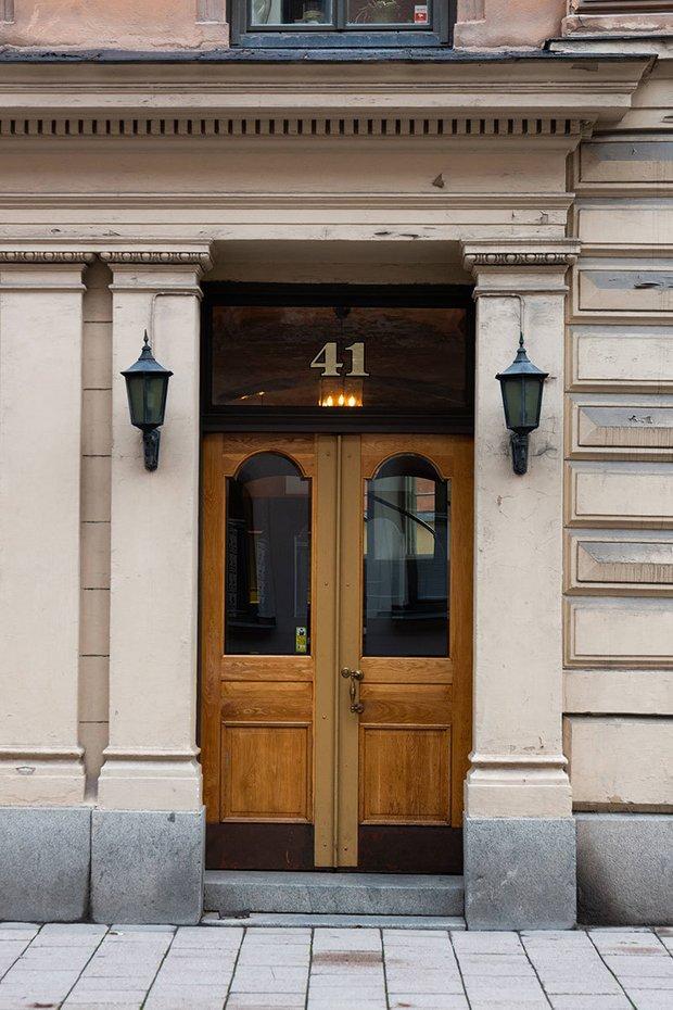 Фотография:  в стиле , Скандинавский, Эклектика, Декор интерьера, Квартира, Швеция, Бежевый, Стокгольм, кухня-гостиная с барной стойкой, Как оформить кухню в современном стиле, 4 и больше, Более 90 метров – фото на INMYROOM