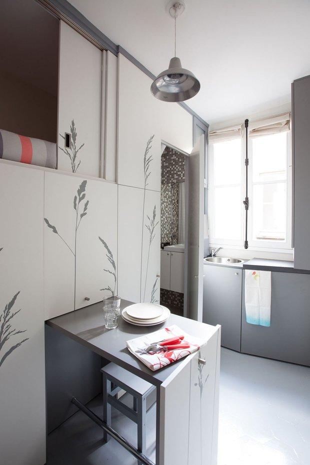 Фотография: Кухня и столовая в стиле Скандинавский, Современный, Малогабаритная квартира, Студия, Белый – фото на INMYROOM