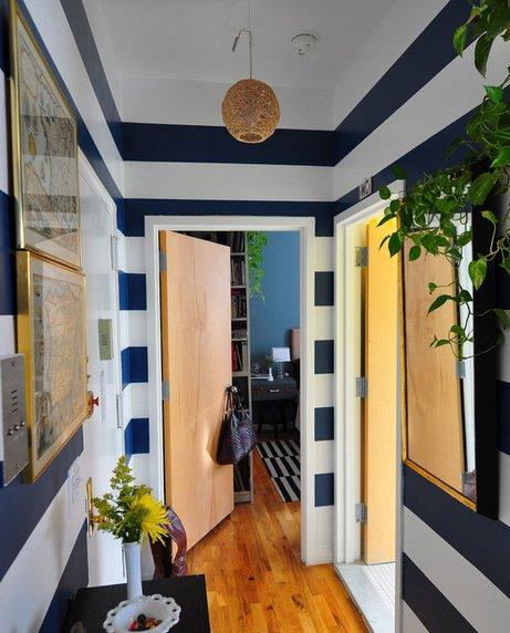 Фотография: Прихожая в стиле Современный, Декор интерьера, Малогабаритная квартира, Квартира, Дома и квартиры, Советы, Зеркало – фото на InMyRoom.ru