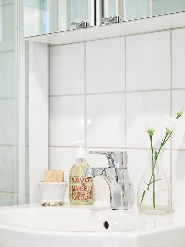 Фотография: Ванная в стиле Скандинавский, Прованс и Кантри, Декор интерьера, Квартира, Белый – фото на INMYROOM