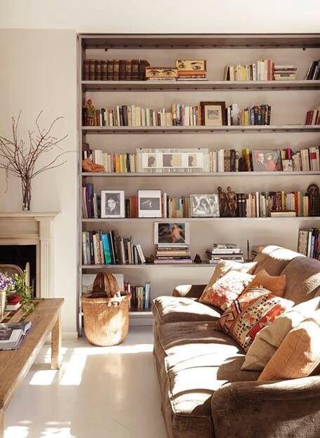 Фотография: Гостиная в стиле Скандинавский, Хранение, Стиль жизни, Советы, Библиотека – фото на INMYROOM