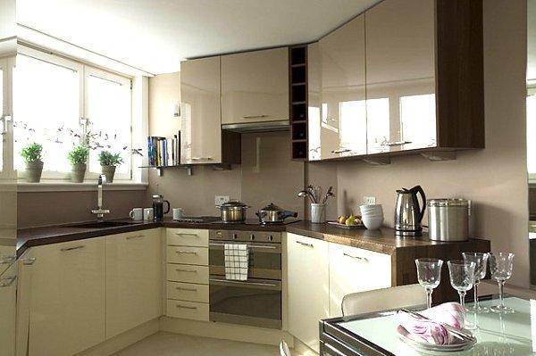 Фотография: Кухня и столовая в стиле Современный, Малогабаритная квартира, Квартира, Мебель и свет, дизайн маленькой кухни, как обустроить маленькую кухню, идеи для маленькой кухни, kuhnya-8-kv-metrov – фото на INMYROOM