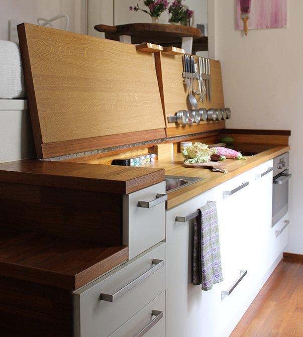 Фотография: Кухня и столовая в стиле Минимализм, Советы, как обустроить однушку, Сильвана Читтерио, кухня в однушке, гардероб в однушке, как организовать систему хранения в однокомнатной квартире, многофункциональный подиум – фото на INMYROOM