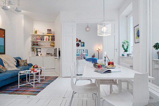 Фотография: Кухня и столовая в стиле Скандинавский, Малогабаритная квартира, Квартира, Швеция, Цвет в интерьере, Дома и квартиры, Белый – фото на INMYROOM