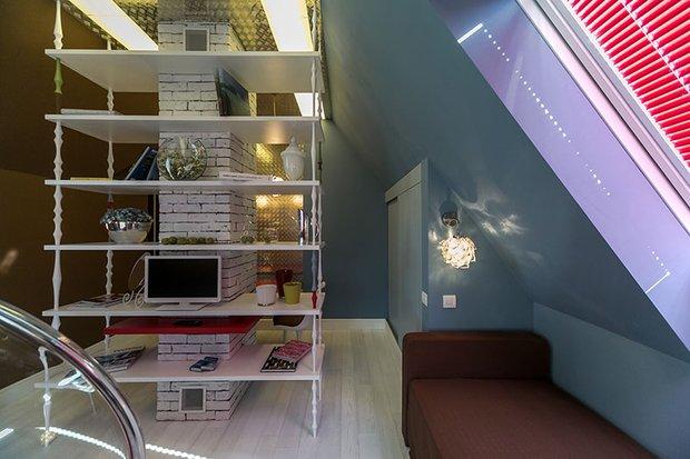 Фотография: Спальня в стиле Лофт, Современный, Интерьер комнат, Дача, Дачный ответ, Библиотека, Мансарда – фото на INMYROOM