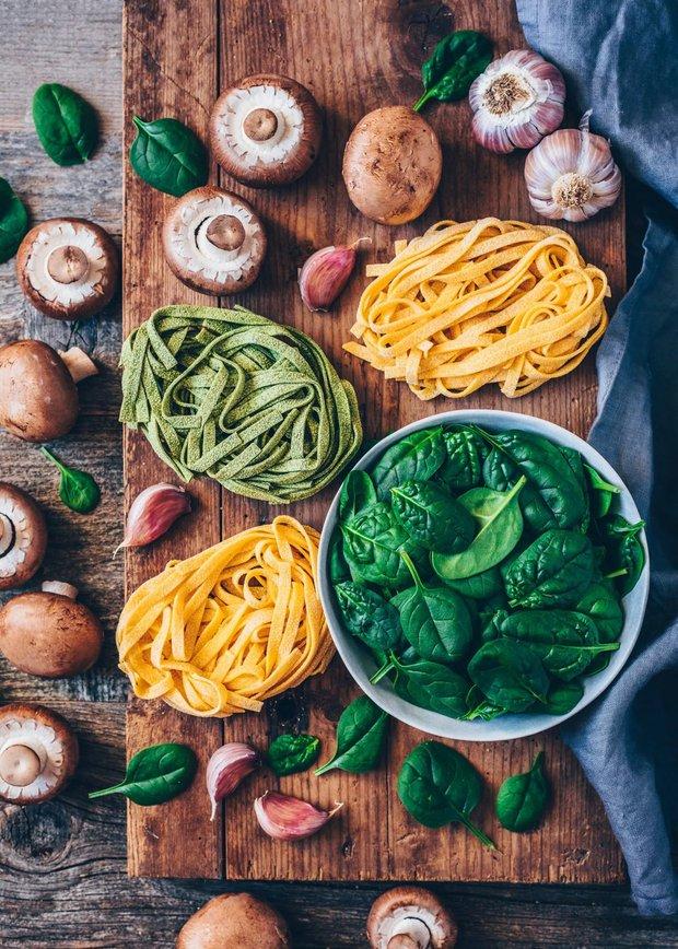 Фотография:  в стиле , Обед, Основное блюдо, Вегетарианская, Веганская, Жарить, Паста, Итальянская кухня, Кулинарные рецепты, Варить, Грибы, 30 минут, Просто, Шпинат, Макароны – фото на INMYROOM