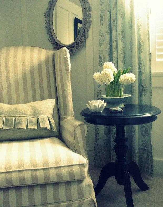 Фотография:  в стиле Классический, Современный, Декор интерьера, Текстиль, Подушки, Шторы – фото на INMYROOM