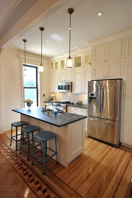 Фотография:  в стиле , Кухня и столовая, Квартира, Планировки, Ремонт на практике, Дизайн-студия Ольги Кондратовой, перенос кухни в коридор, объединение коридора и гостиной, согласование переноса кухни – фото на INMYROOM