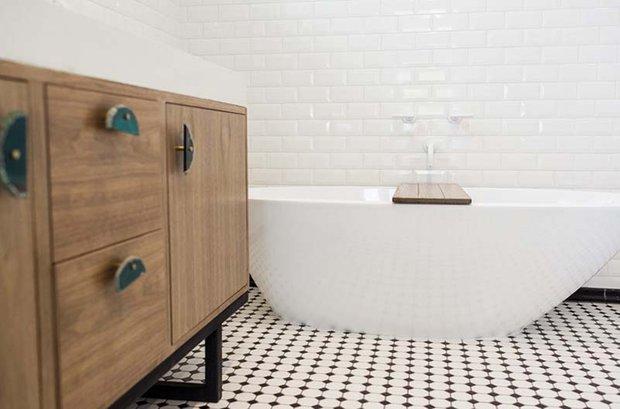 Фотография: Ванная в стиле Скандинавский, Спальня, Белый, Минимализм, Переделка, Ремонт на практике – фото на INMYROOM