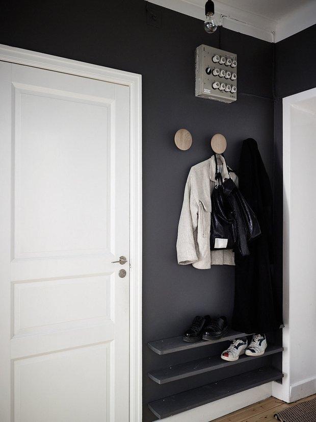 Фотография: Прихожая в стиле Минимализм, Декор интерьера, Малогабаритная квартира, Квартира, Швеция, Стокгольм, дизайн-хаки, идеи для малогабаритки, 2 комнаты – фото на INMYROOM