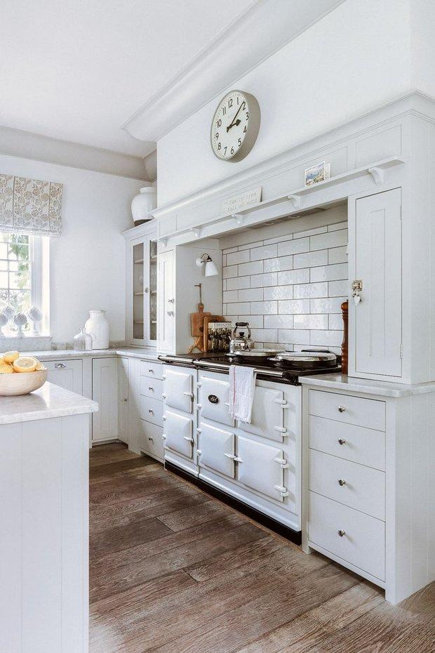Фотография: Кухня и столовая в стиле Прованс и Кантри, Декор интерьера, Дом, Великобритания – фото на InMyRoom.ru