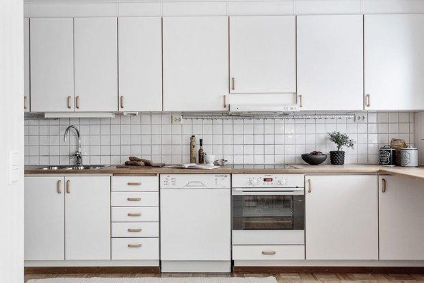 Фотография: Кухня и столовая в стиле Современный, Гостиная, Декор интерьера, Дом, Швеция, Стокгольм, как создать уютную атмосферу, 4 и больше, Более 90 метров, гостеприимный интерьер – фото на INMYROOM