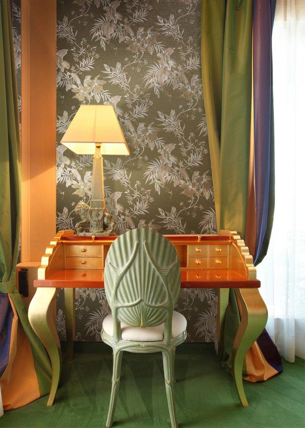Фотография: Мебель и свет в стиле Эклектика, Гостиная, Интерьер комнат, Картины, Зеркало – фото на INMYROOM