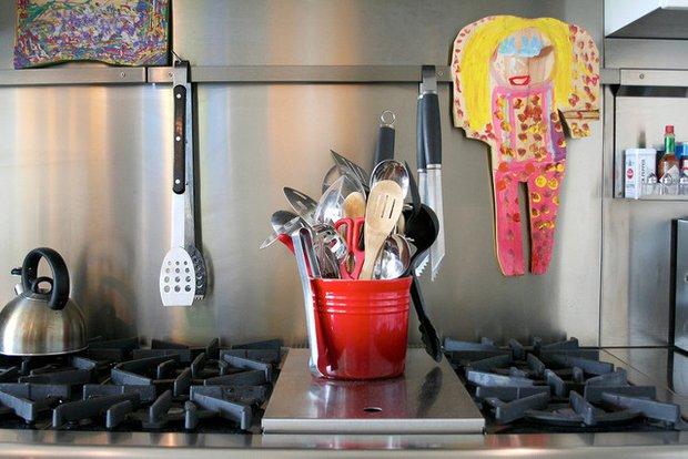 Фотография: Декор в стиле , Кухня и столовая, Интерьер комнат, Цвет в интерьере, Белый – фото на INMYROOM