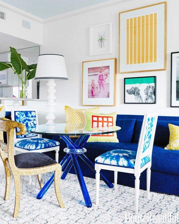 Фотография: Гостиная в стиле Эклектика, Декор интерьера, Дизайн интерьера, Цвет в интерьере, Белый, Синий, Серый – фото на INMYROOM
