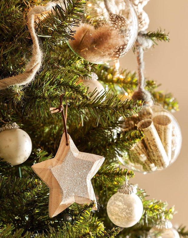 Фотография:  в стиле , Декор интерьера, Советы, декор бежевого интерьера к Новому году, правила декор  бежевого интерьера – фото на InMyRoom.ru