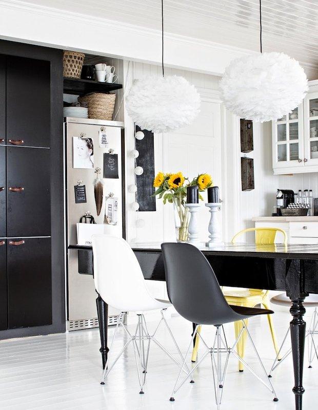 Фотография: Кухня и столовая в стиле Современный, Эклектика, Интерьер комнат, Цвет в интерьере, Белый – фото на INMYROOM