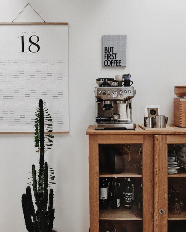 Фотография: Кухня и столовая в стиле , Скандинавский, Советы, Белый, Бежевый, Коричневый – фото на INMYROOM
