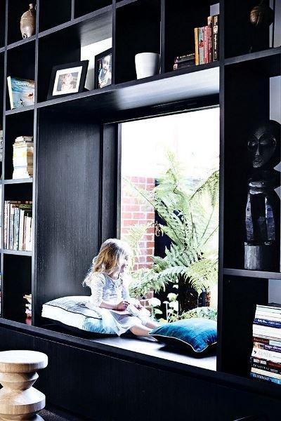 Фотография:  в стиле , Декор интерьера, Декор, Домашняя библиотека, как разместить книги в интерьере, книги в интерьере – фото на InMyRoom.ru