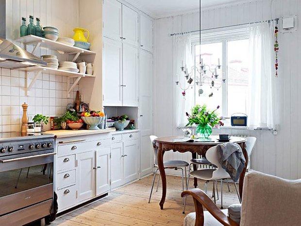 Фотография: Кухня и столовая в стиле Скандинавский, Обои, Переделка, Плитка, Краска, Стеновые панели – фото на INMYROOM