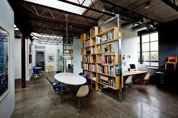 Фотография: Офис в стиле Лофт, Декор интерьера, Мебель и свет, Перегородки – фото на INMYROOM