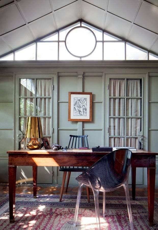 Фотография: Кабинет в стиле Эклектика, Декор интерьера, Советы, стекло в интерьере, пластик в интерьере, интерьерный тренд, тенденция – фото на INMYROOM