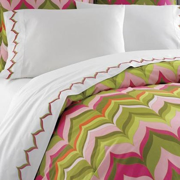 Фотография:  в стиле , Спальня, Декор интерьера, Интерьер комнат, Кровать – фото на INMYROOM