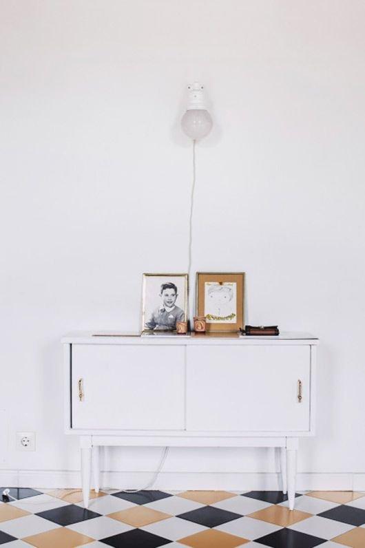 Фотография: Мебель и свет в стиле Скандинавский, Прочее, Советы, Пол, Ремонт на практике, напольное покрытие, ламинат, напольная доска, виниловая плитка, керамическая плитка, линолеум, ковролин, отделка, отделка пола – фото на INMYROOM