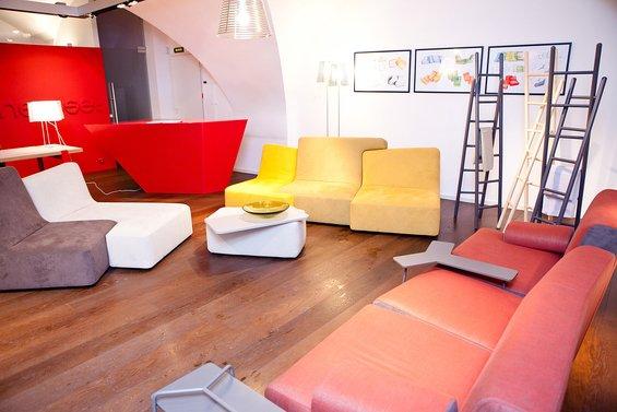 Фотография: Офис в стиле Минимализм, Индустрия, События, Маркет, Мягкая мебель, Светильники, Ligne Roset – фото на INMYROOM