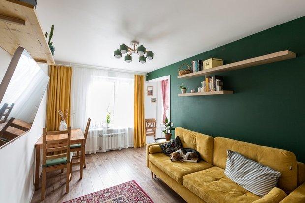 Фотография: Гостиная в стиле Скандинавский, Современный, Гид, желтый диван, желтый диван в интерьере – фото на INMYROOM