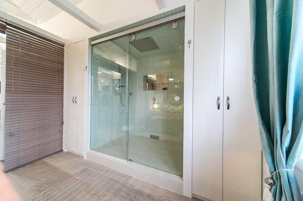 Фотография: Ванная в стиле Современный, Интерьер комнат, Дача, Дачный ответ, Мансарда – фото на INMYROOM