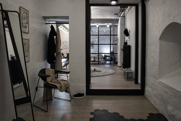 Фотография: Прихожая в стиле Лофт, Декор интерьера, Швеция, Белый, Черный, Стокгольм, 2 комнаты, 40-60 метров – фото на INMYROOM