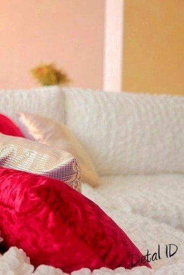 Фотография: Спальня в стиле Прованс и Кантри, Декор интерьера, Дом, Декор дома, Подушки – фото на InMyRoom.ru