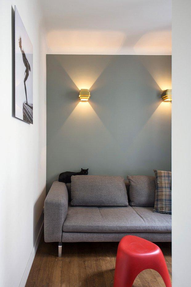 Фотография: Гостиная в стиле Минимализм, Декор интерьера, Малогабаритная квартира, Советы, Париж, дизайн-хаки, как визуально увеличить площадь малогабаритки, 2 комнаты, 40-60 метров – фото на INMYROOM