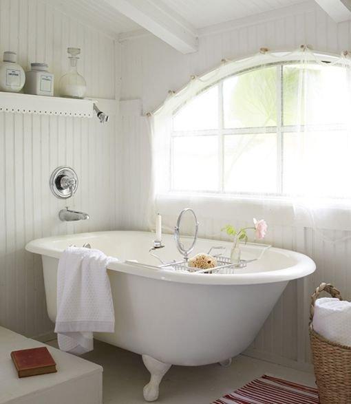 Фотография: Ванная в стиле Прованс и Кантри, Декор интерьера, Дом, Дом и дача, как оформить маленький дом – фото на INMYROOM