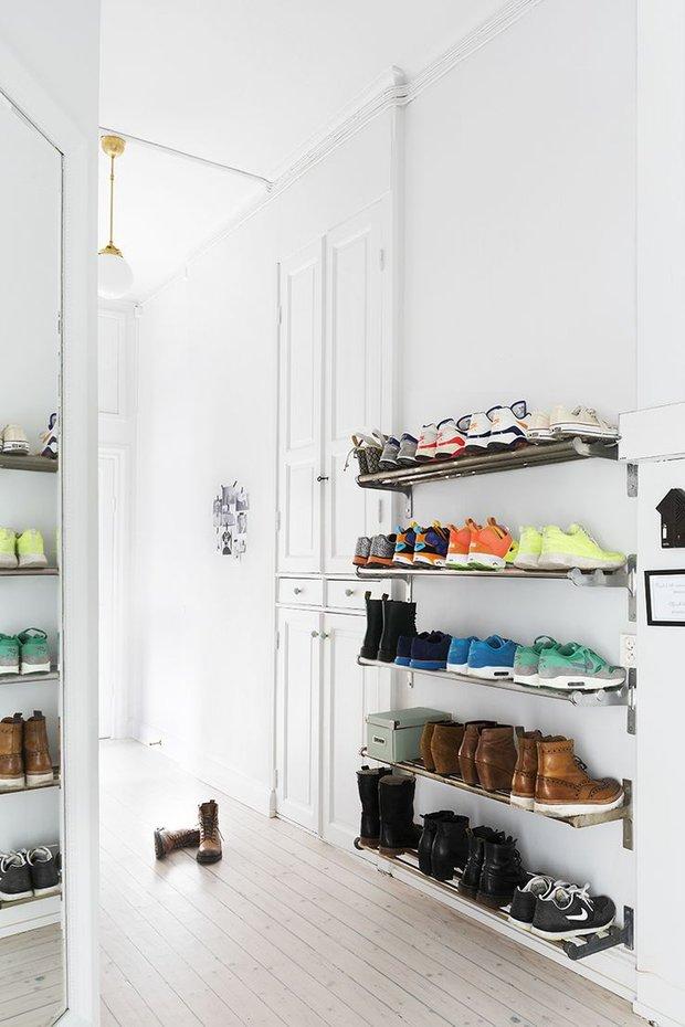 Фотография: Гостиная в стиле Лофт, Современный, Прихожая, Советы, хранение обуви, идеи хранения обуви – фото на INMYROOM