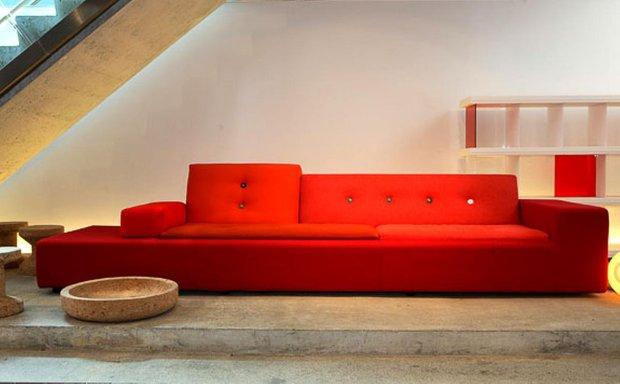 Фотография: Гостиная в стиле Современный, Декор интерьера, Vitra, Мебель и свет, Диван – фото на INMYROOM