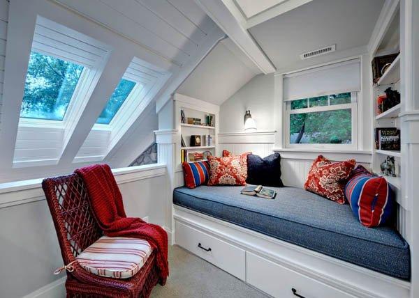 Фотография: Спальня в стиле Прованс и Кантри, Хранение, Стиль жизни, Советы, Мансарда, Подоконник – фото на INMYROOM